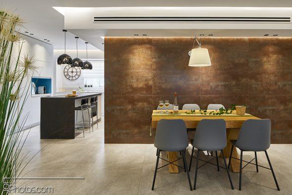 מבט מהסלון לכיוןן המטבח ופינת האוכל.